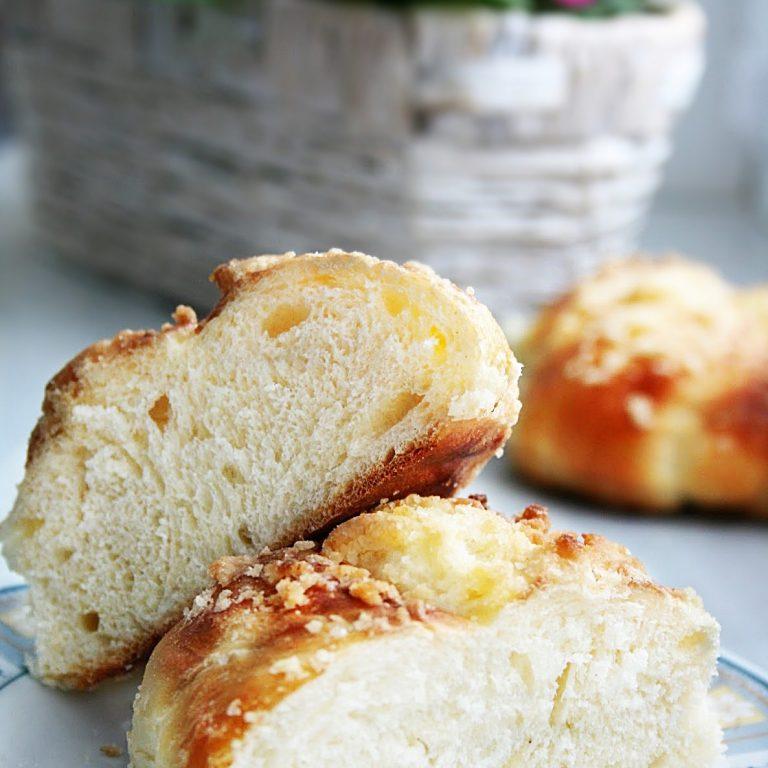 drozdzowe-buleczki-z-kruszonka