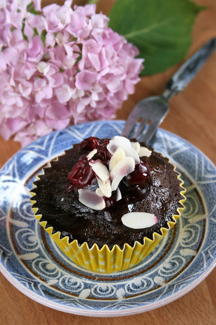 Babeczki czekoladowe z wiśniami