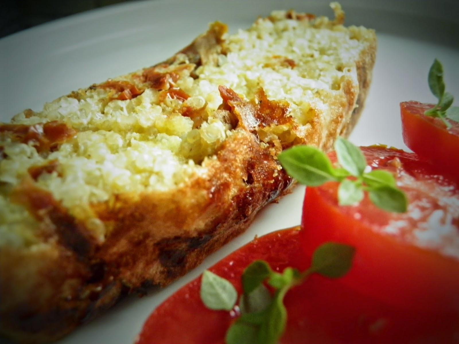 Chlebek z komosy ryżowej z dynią i pomidorami
