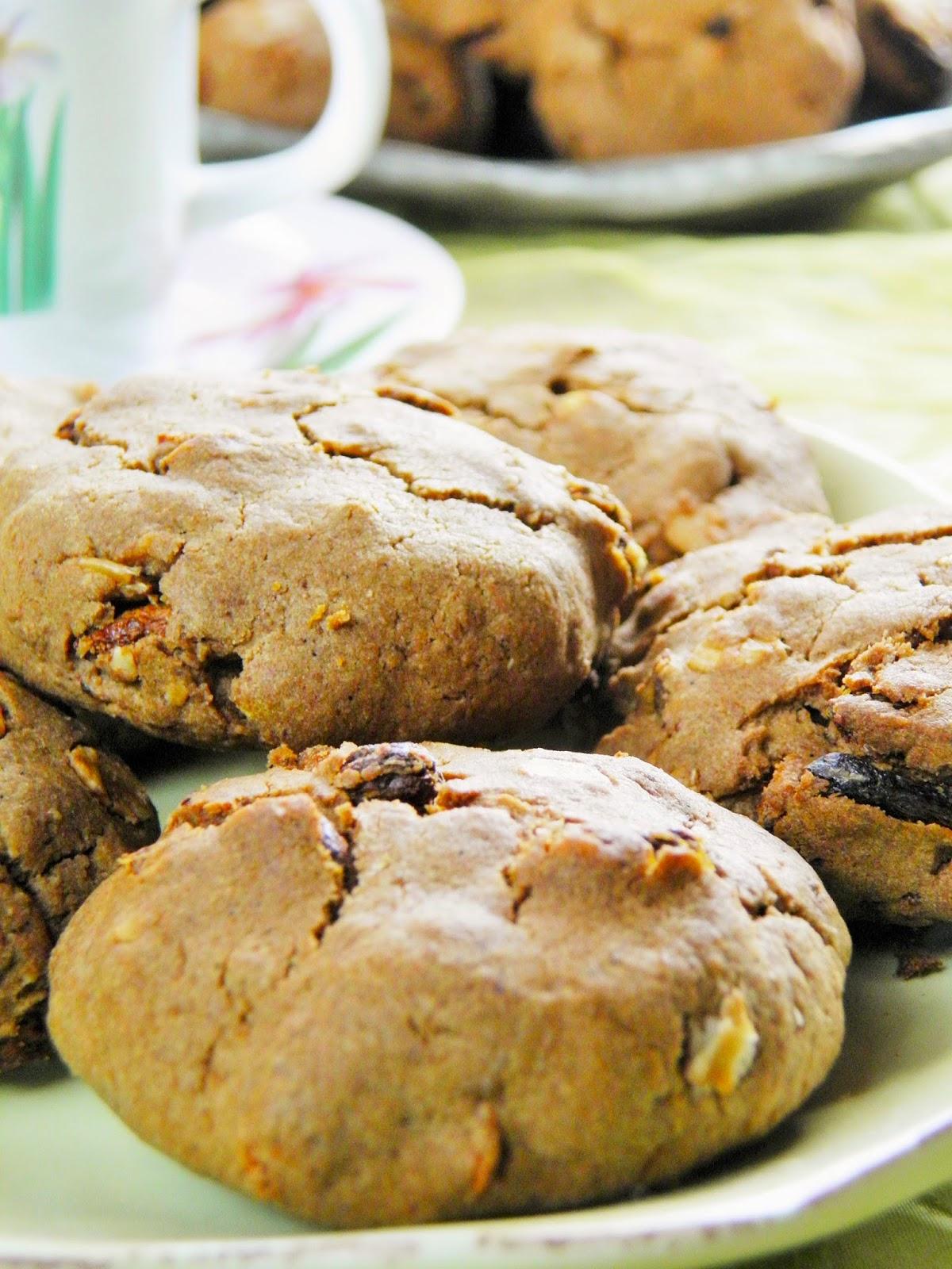Ciasteczka z karobem i suszonymi owocami