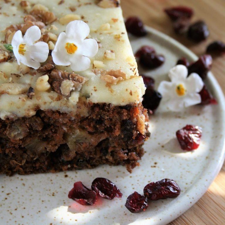 ciasto-marchewkowe-z-polewa-waniliowa