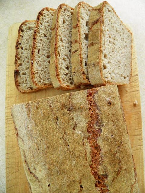 Ciemny chleb pszenno-żytni na zakwasie