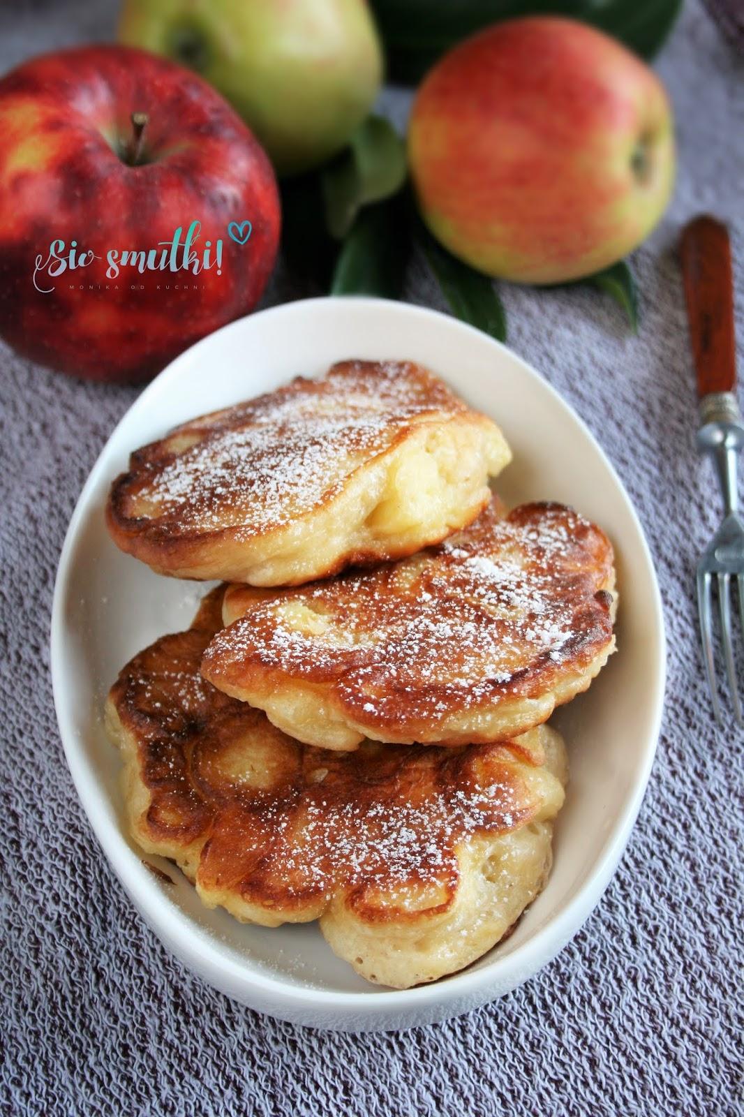 Drożdżowe racuchy z jabłkami na maślance