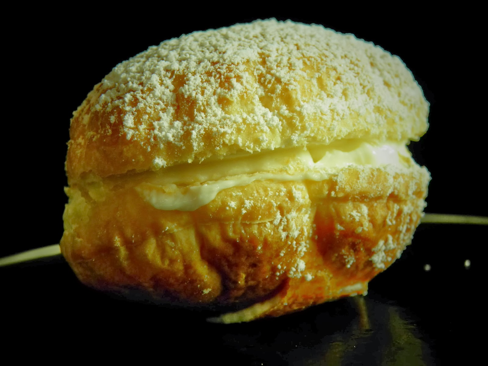 Francuskie pączki z kremem waniliowym i jabłkiem