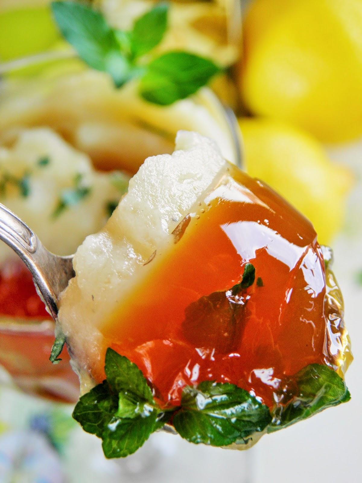 Galaretka herbaciana z rabarbarową pianką