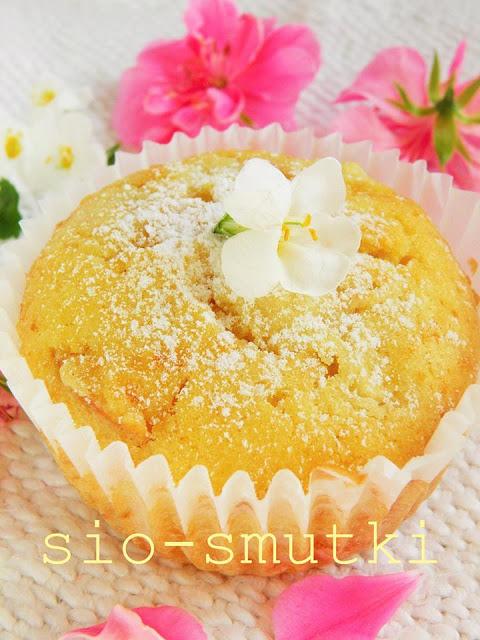 muffinki-smietankowe-z-jablkami