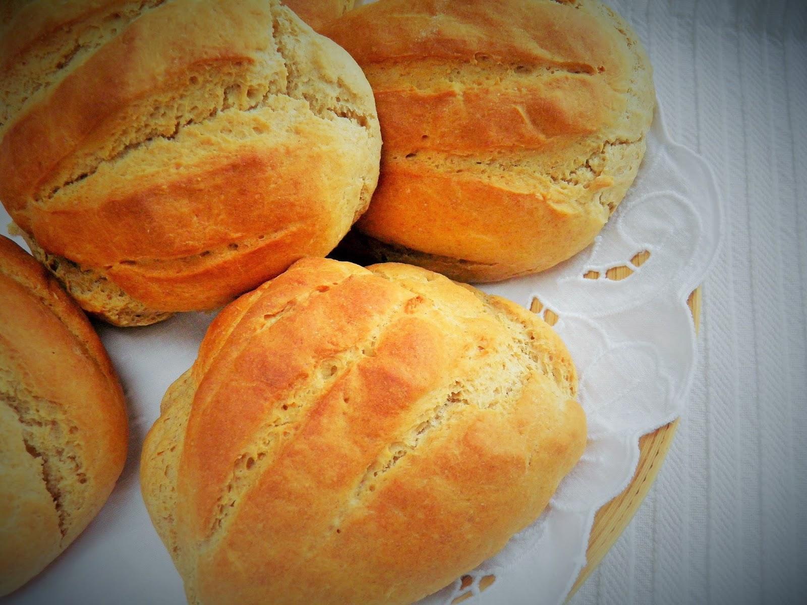 Śniadaniowe bułki serowe