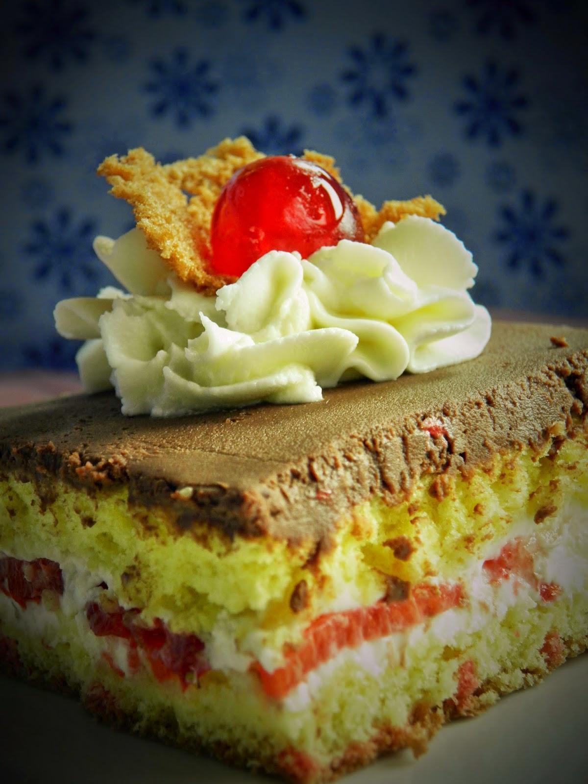 Torcik z truskawkami i czekoladą 1