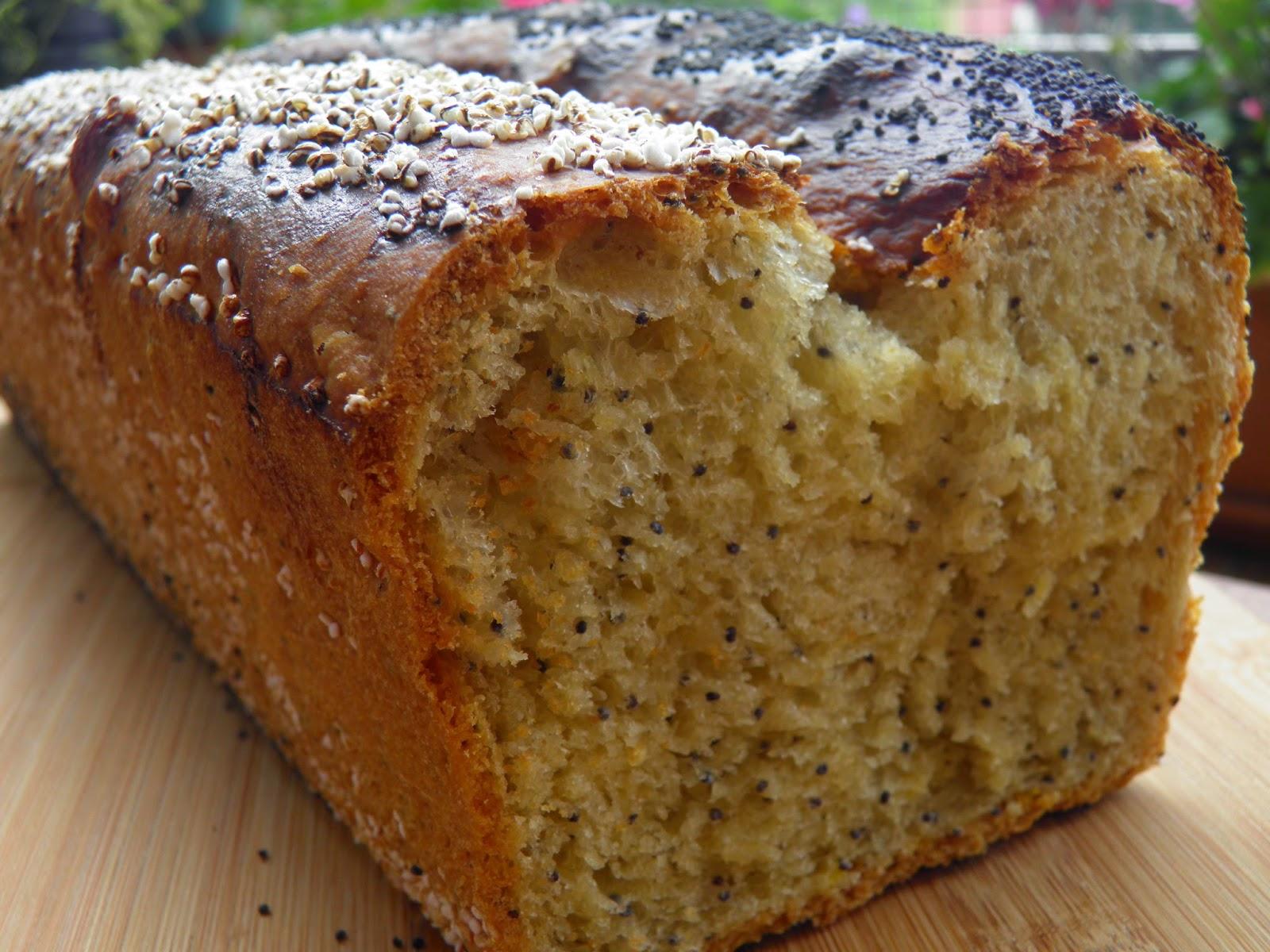 Tostowy chleb pszenny z makiem i amarantusem