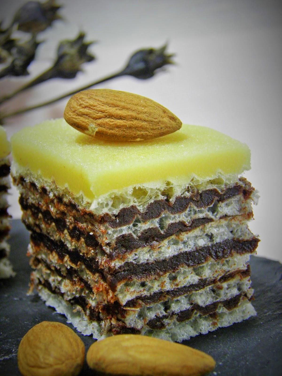 Wafle z masą marcepanowo-kakaową