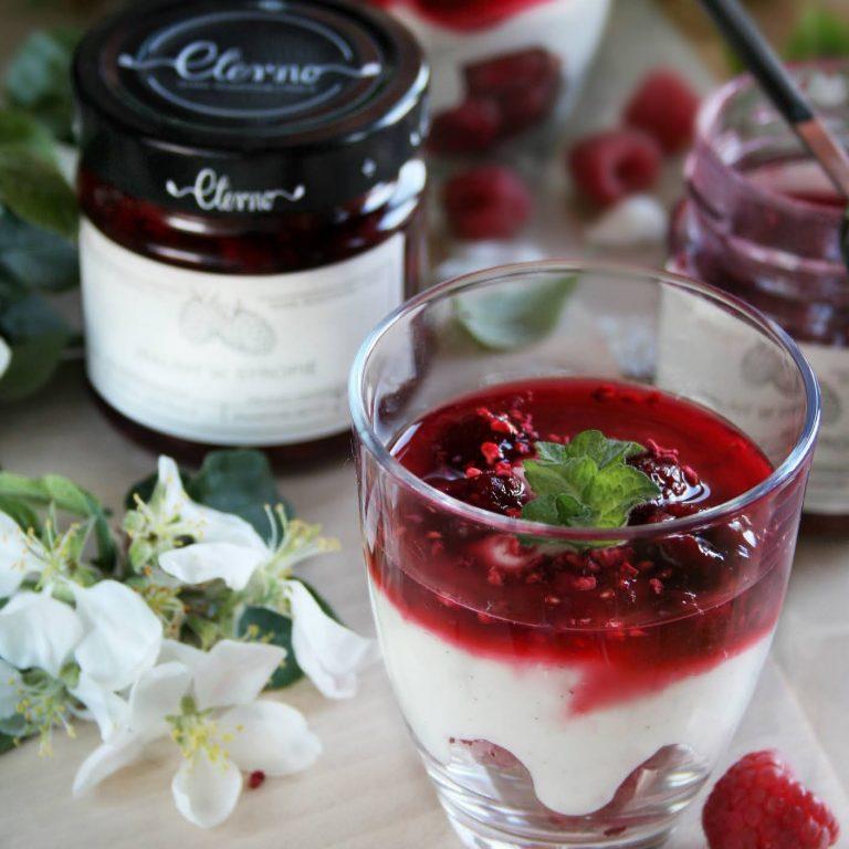 jogurtowa-panna-cotta-z malinami
