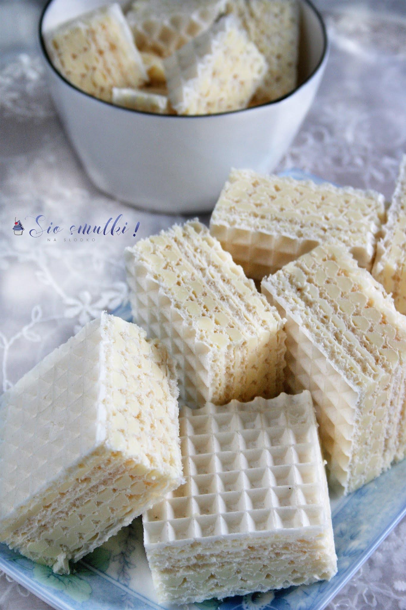 Domowe wafle z mlecznym kremem